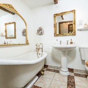 Higher Shcoles Cottage bathroom