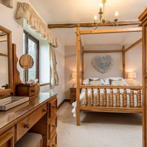 Higher Scholes Cottage master bedroom
