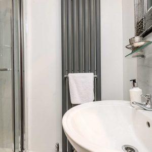 Higher Scholes Cottage shower room